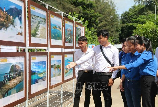 map exhibition of hoang sa truong sa held by mic