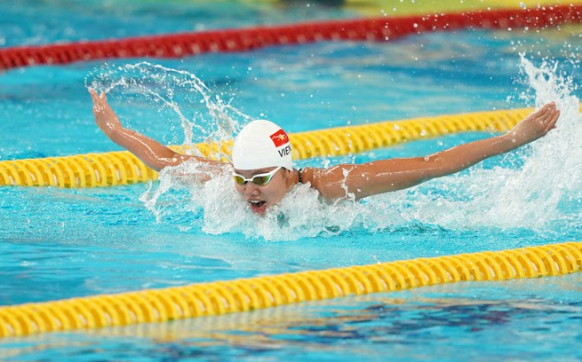 swimming athlete anh vien vietnams little mermaid wins 12 national gold medals