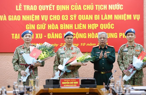 Three more Vietnamese officers to join UN peacekeeping missions in Africa