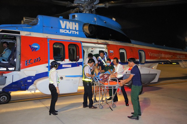 ministry of defense sent helicopters to help injured soldiers in truong sa amid bad weather