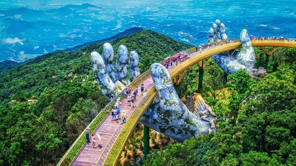 Vietnam Eyes Welcoming International Tourists in November