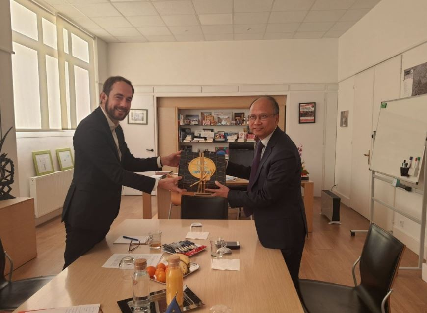 Promoting Cooperation Between Montreuil, France, And Vietnamese Localities