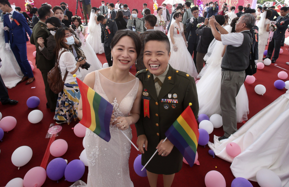 taiwans military welcomes first two same sex couples to marry in mass wedding