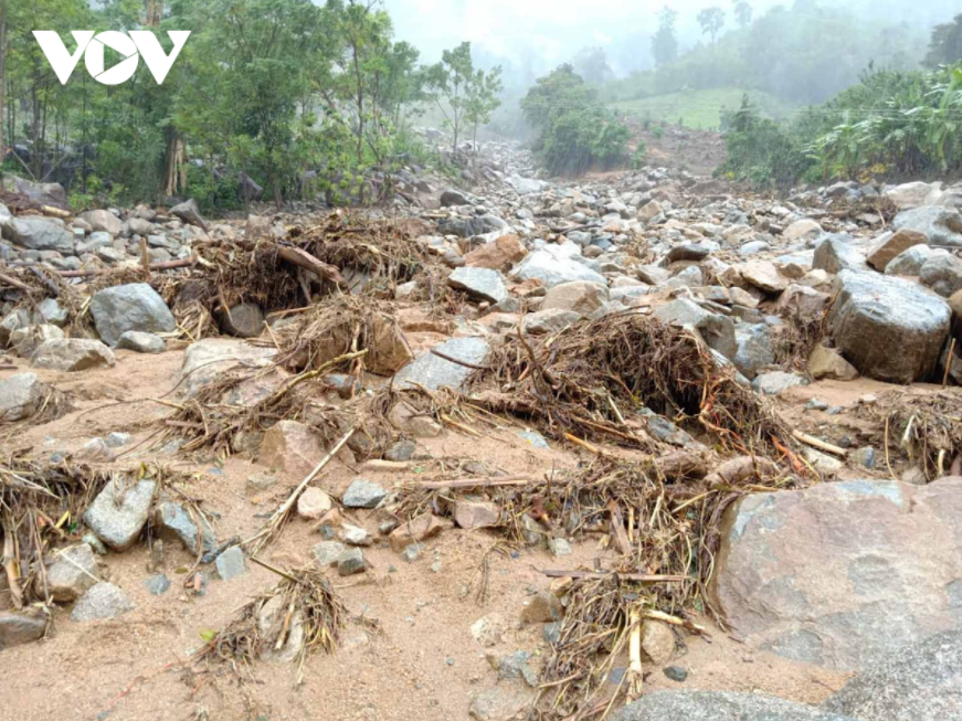 Central region: North re-flooded, Central Coast faces landslides, flood release in the South