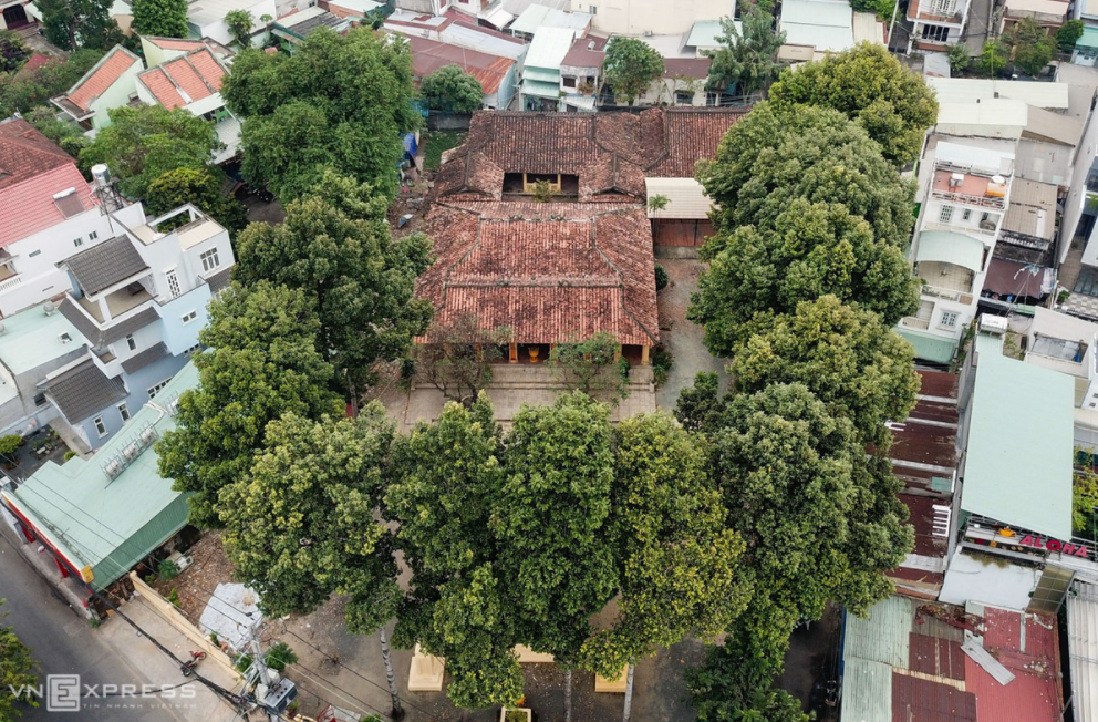 the nearly 200 year old house to worship the founder of thu duc