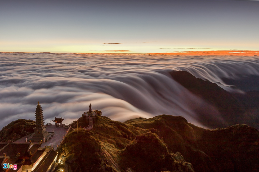 Mesmerizing river of cloud on Indochina's rooftop