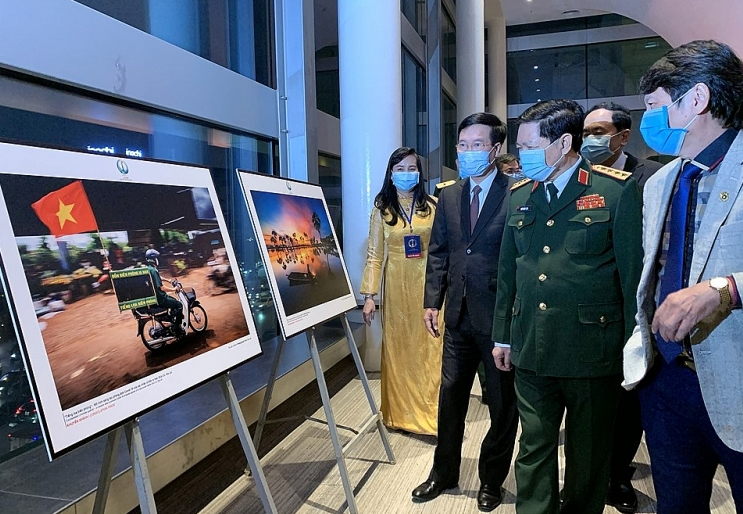 745 photographers from 63 provinces joined the contest of pride toward national frontier