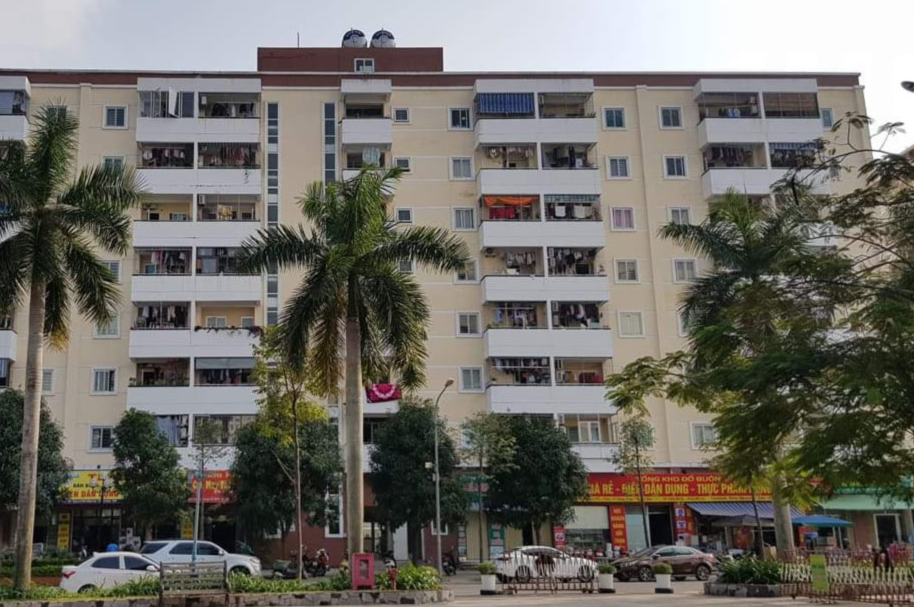 3-year-old Vietnamese boy luckily survives 8-floor falling