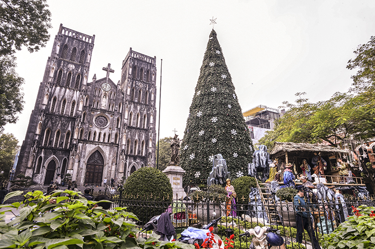 churches in hanoi brilliantly decorated for christmas