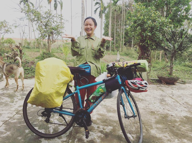 9x girl caught attention as cycling across vietnam with only 3 million vnd