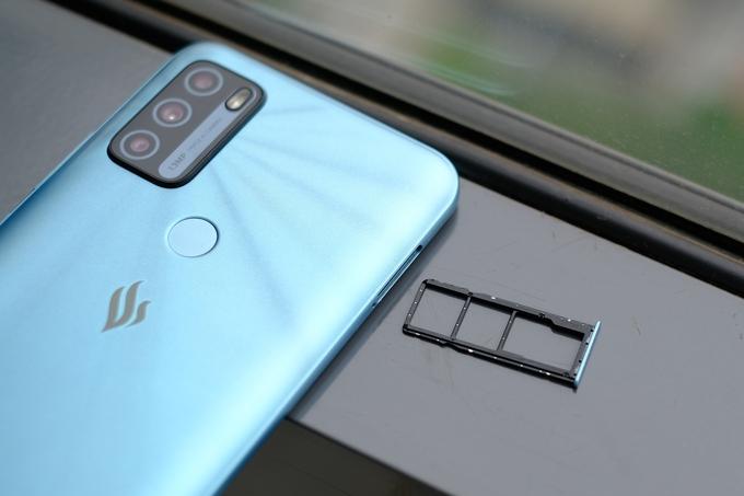 VinGroup's smartphones on the hunt before production halts