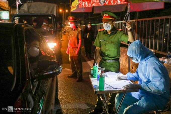 Ho Chi Minh City to set up 12 checkpoints to control Covid-19 infection