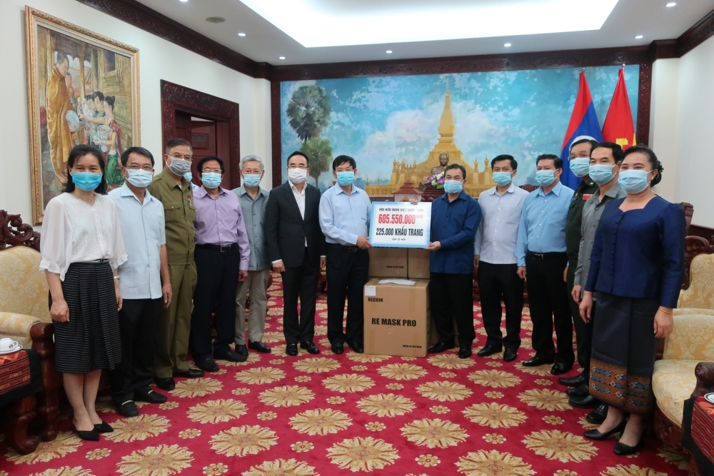 Vietnam-Laos Friendship Association offers more support to help Laos fight Covid-19