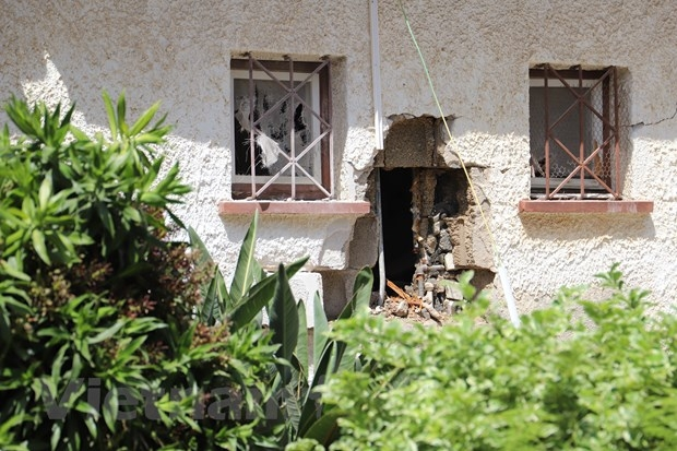 Shells from the Gaza Strip hit a house in the city of Aschelon, central Israel. Photo VNA