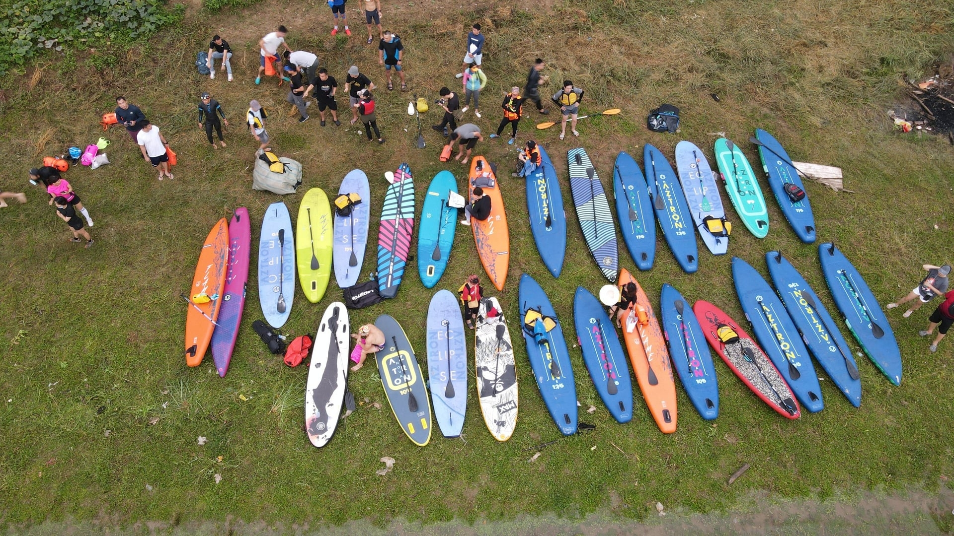 Playing SUP is such an interesting experience to many people. how to use the paddle. Photo Umove SUP Club