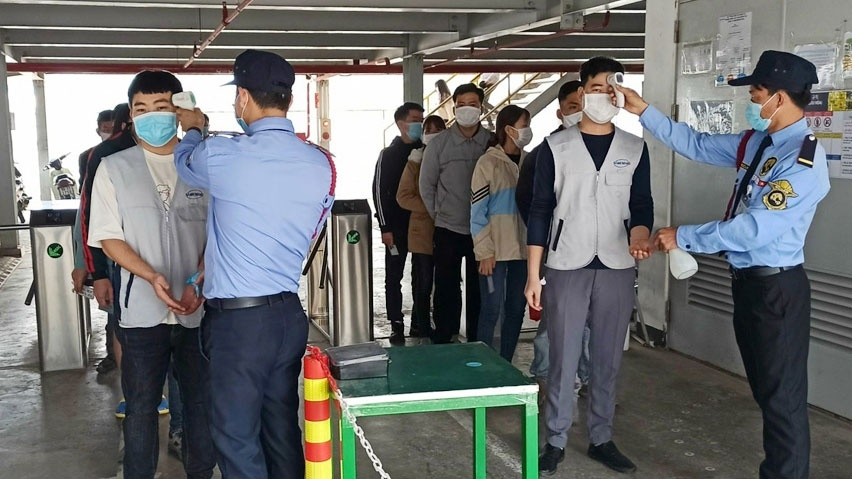 Employees at Samkwang Vina Company in Bac Giang province have body temperatures checked before entering the workplace. Photo Thanh Nien