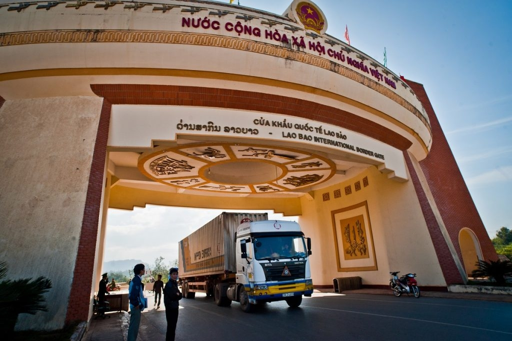 Vietnam, Laos agree to deepen cooperation in defense, security, trade