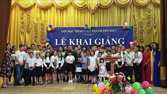 Vietnamese community in Kiev plan language classes for expat children