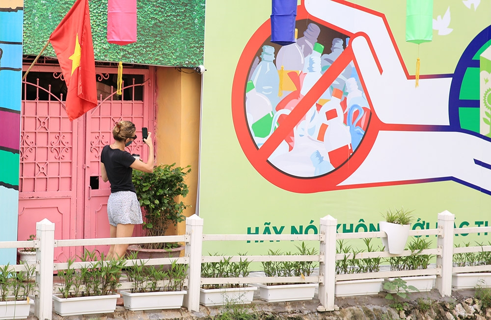 Lakeside dumping area transformed in Hanoi