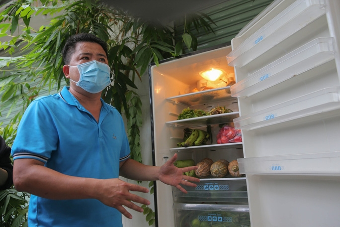 Community fridge gives free food to people in need during pandemic