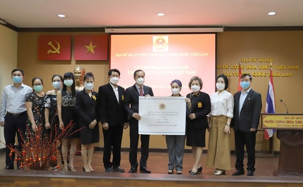 The Vietnamese Embassy in Thailand receives donation from Vietnamese community living in Thailand for Covid vaccine fund