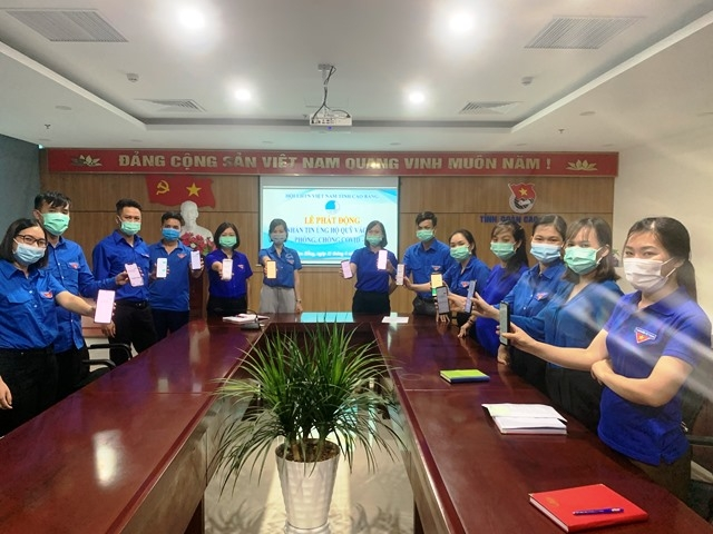Members of Cao Bang province's youth union send messages to make donation. Photo Cao Bang Youth Union