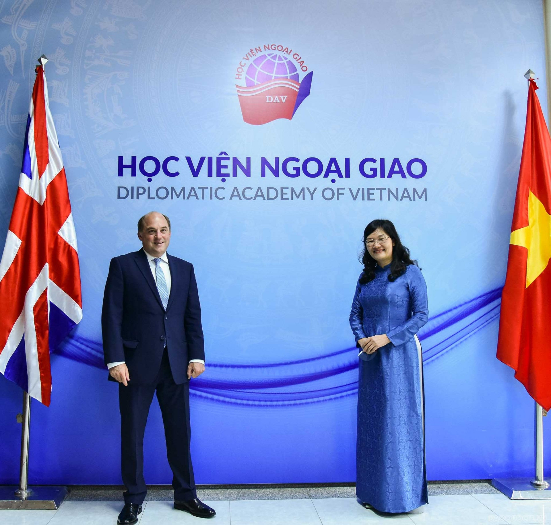 UK Defense Secretary Praises Vietnam's Increasing Role In The Region And The World