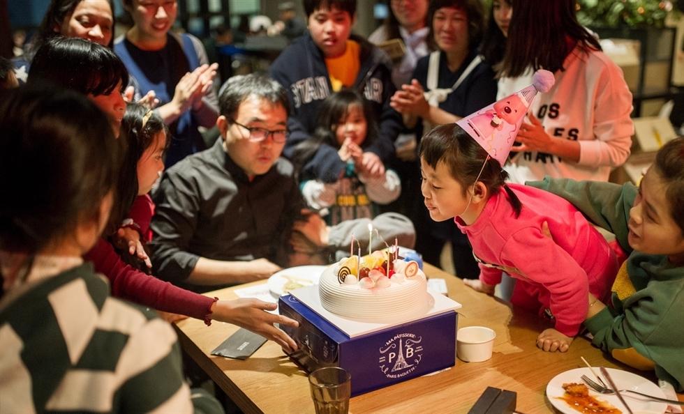 South Korean Couple Runs Vietnamese Food Restaurant To Support Single Parents
