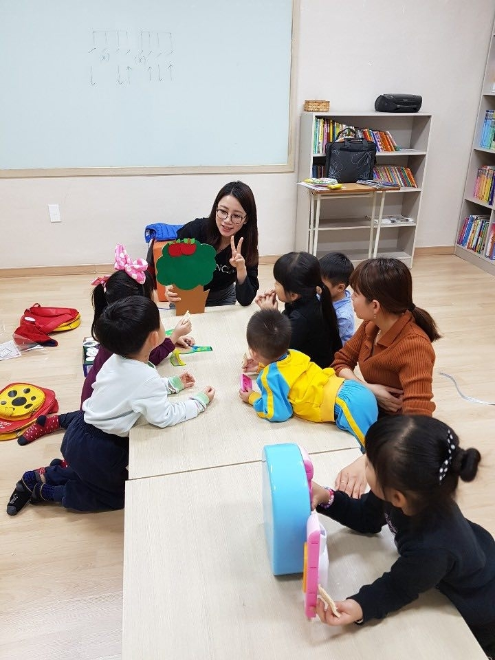 Vietnamese Brides and Children from Multicultural Families in South Korea Need Language Assistance