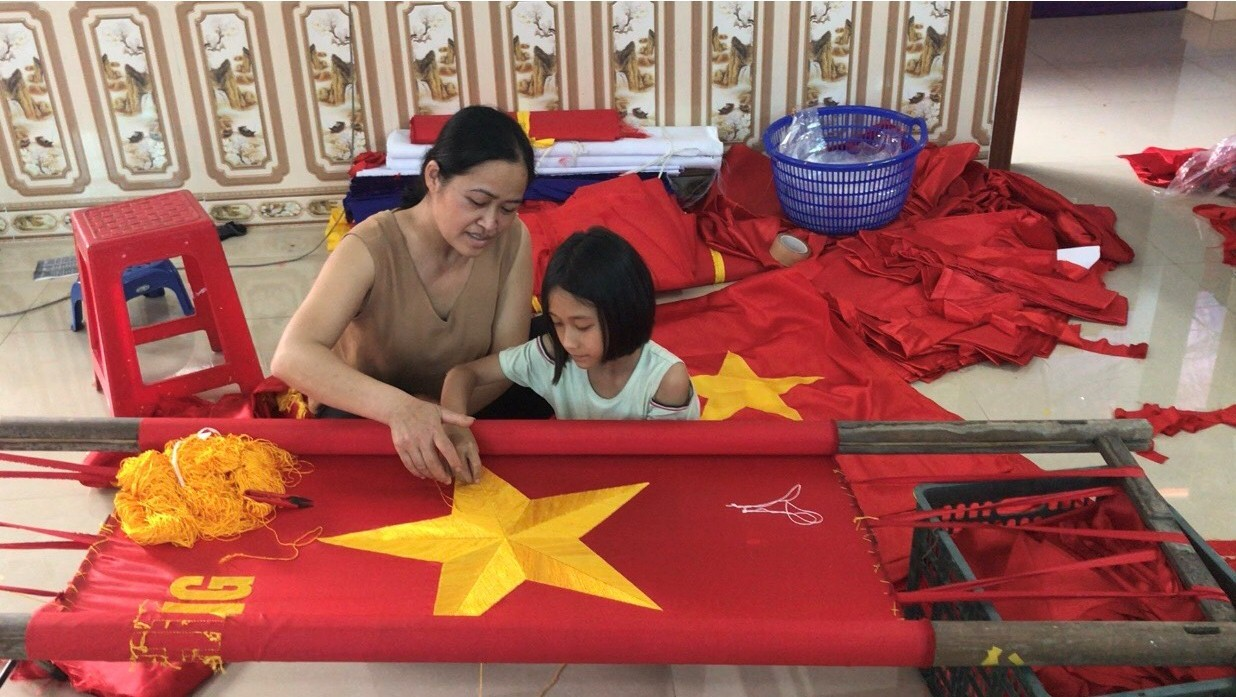 National Flag Making Tradition Preserved By Three-Generation Family In Hanoi's Outskirts