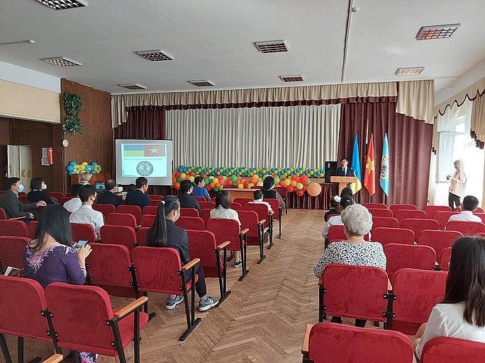 Vietnamese Language Classes Open in Ukraine, Netherlands