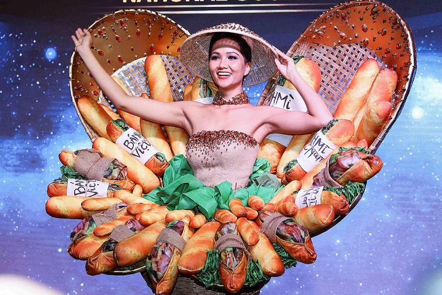 H'Hen Nie wore a bánh mì-inspired costume for this year's Miss Universe.