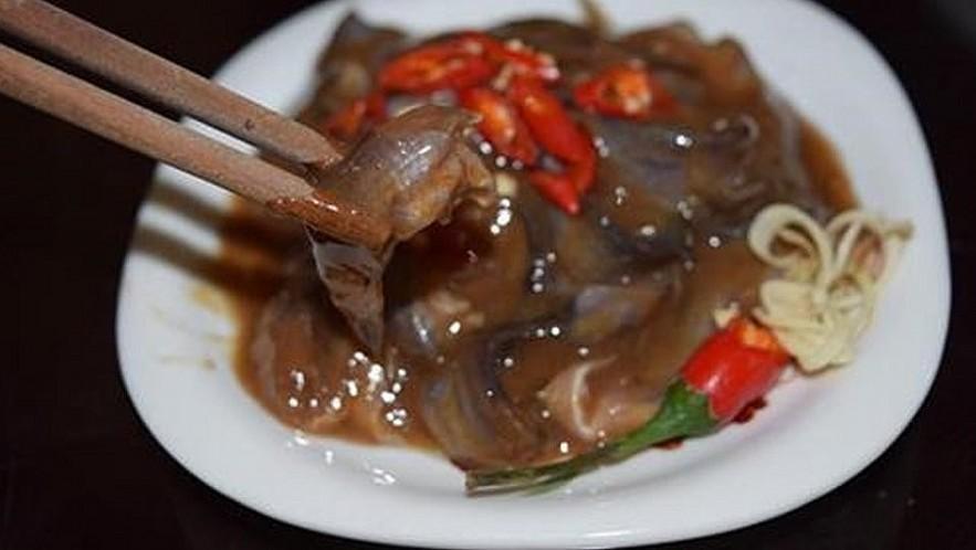 Salt fish sauce is a dispensable ingredient. Photo Zozo