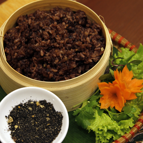 Sticky rice with black canarium – A new favorite of Hanoians