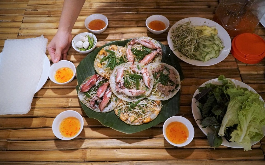 How to tell bánh xèo apart from central and southern Vietnam