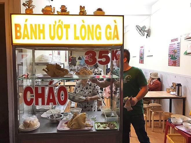Banh uot with chicken offal, a Da Lat specialty you must not miss