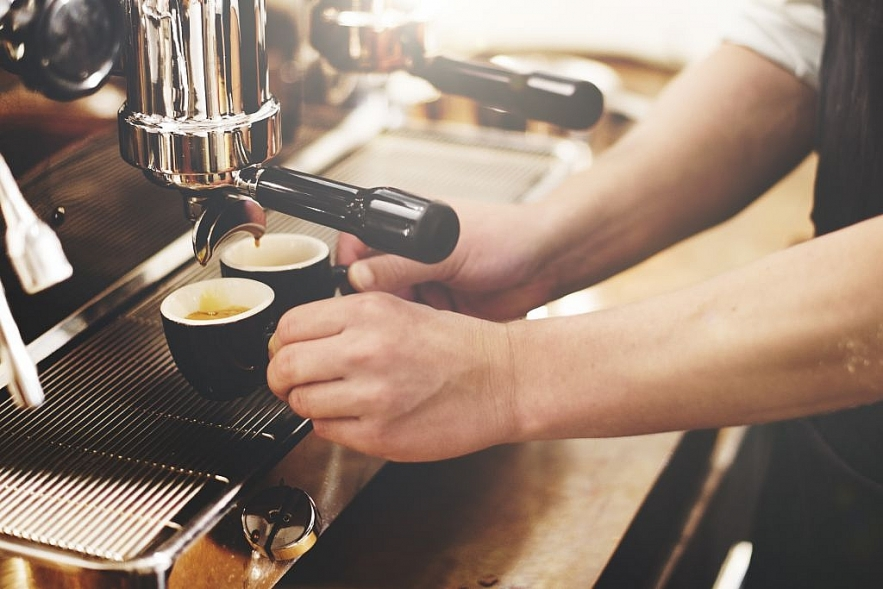 How is espresso different from phin filtered coffee?