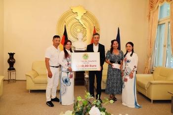 Overseas Vietnamese in Germany, Switzerland support Covid-19 vaccine fund