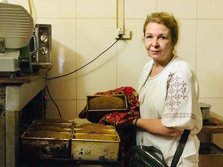 Ukrainian woman spends 20 years in Vietnam to nurse sick husband