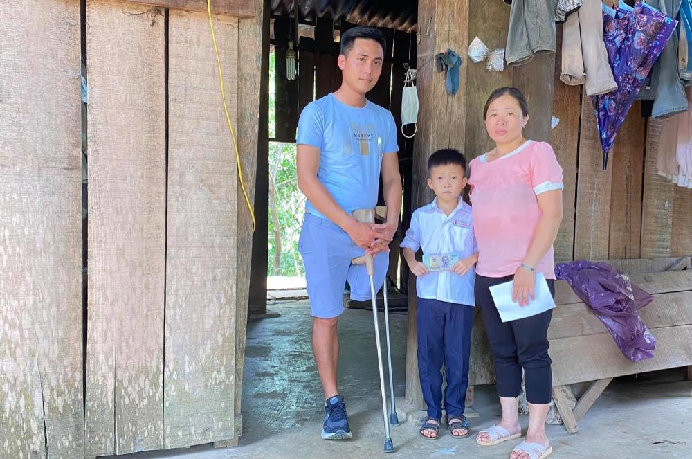 Amputee travels across Vietnam to help vulnerable people
