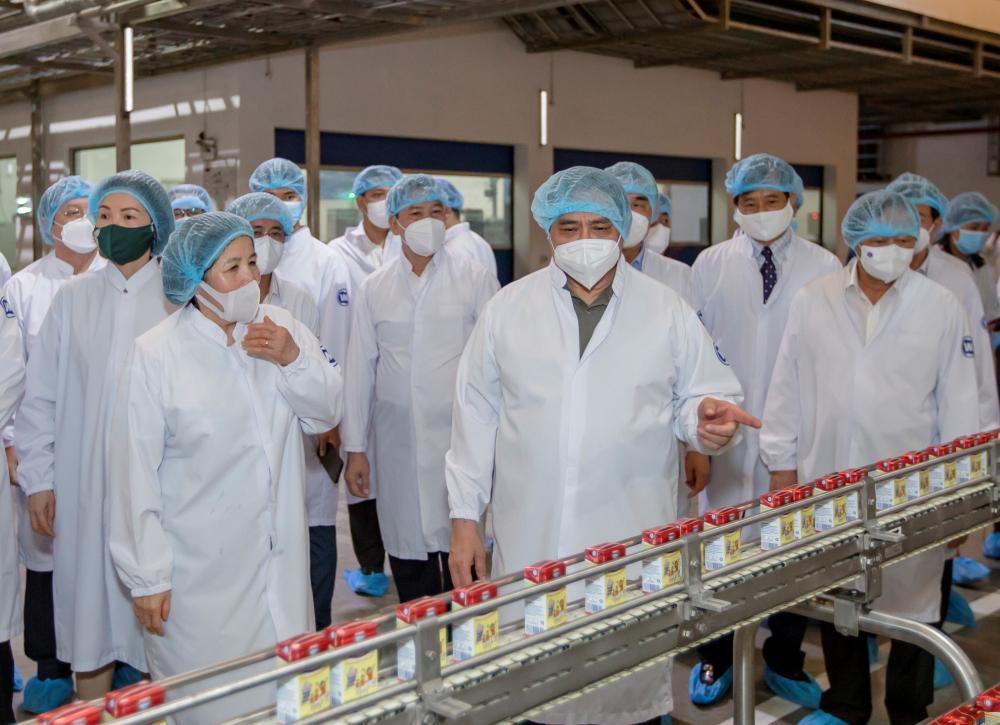 Prime Minister: Vinamilk Balances Production While Fighting Covid