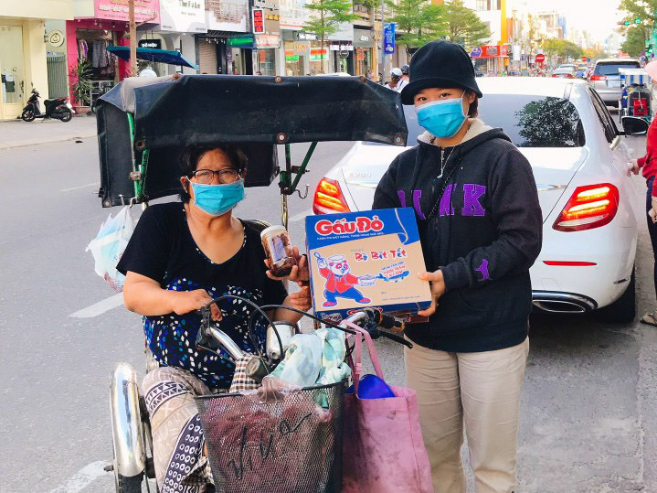 Vietnamese Woman Exchanges 2,000 Wild Orchid Pots For Pandemic Supplies