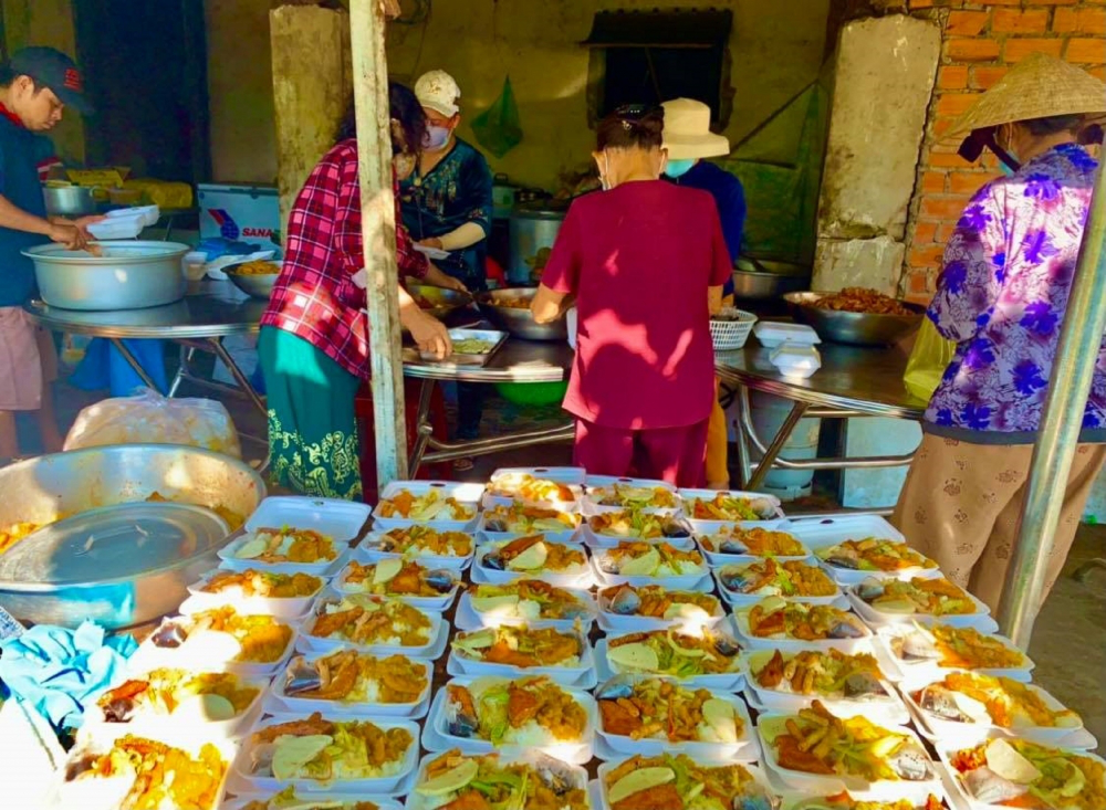Charity Meals Made for Poor in Phu Yen amid Covid-19