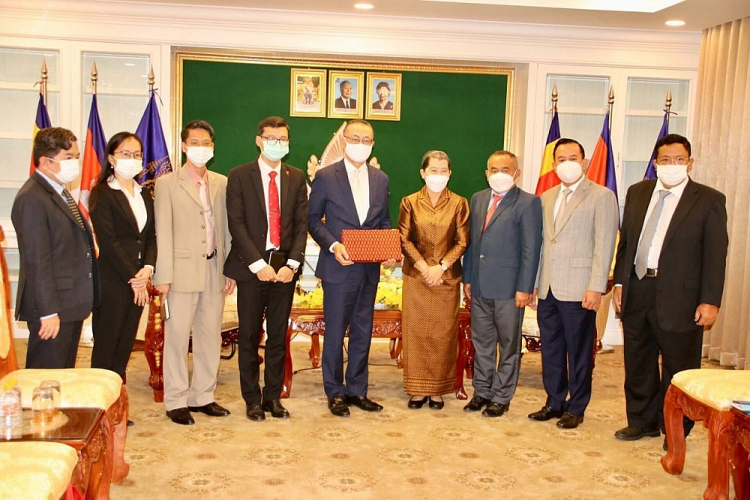 Cambodia- Vietnam Friendship Association Donates US$50,000 to Support Vietnam's Battle with Covid