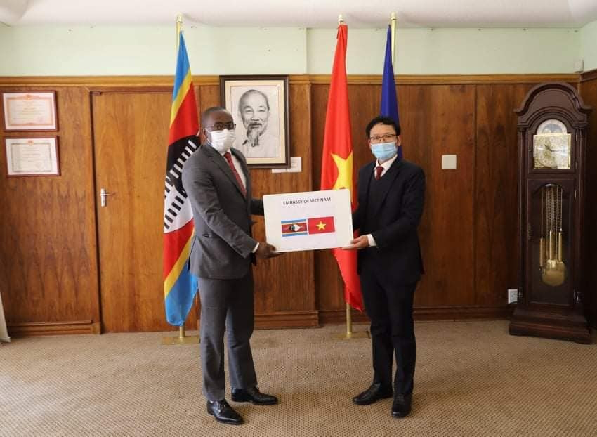 Vietnamese Community in South Africa donates 1 million Face Masks to African Countries
