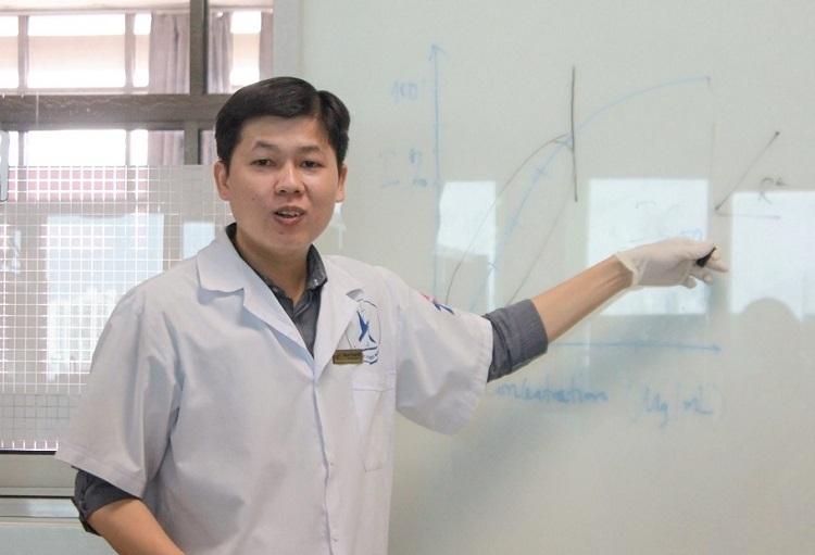 Young Vietnamese Doctor Creates Self-Decomposing Facemasks