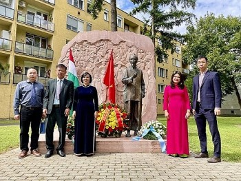 Vietnamese Embassy in Hungary Honor Uncle Ho and Hungarian Peacekeeping Troops