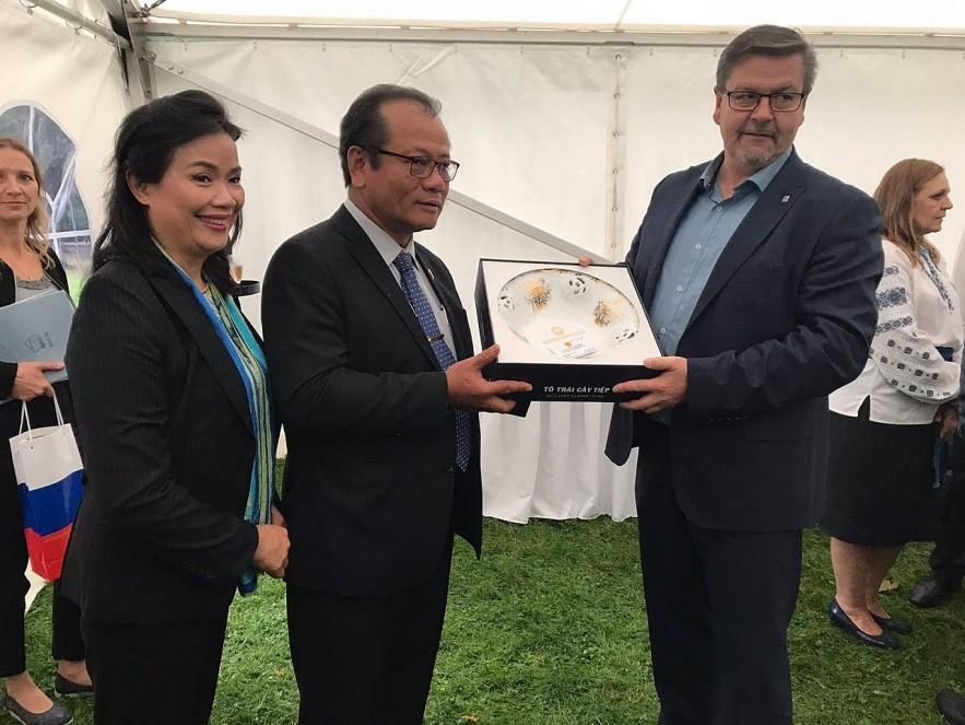 Ambassador of Vietnam Meets the Vietnamese Community in Ústecký