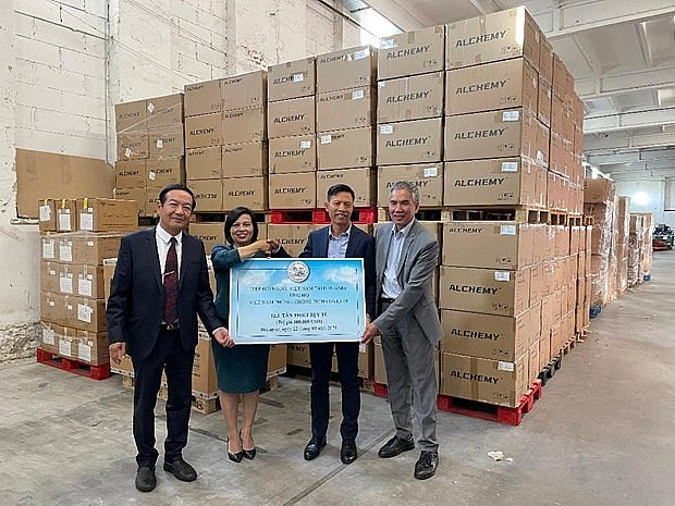 Vietnamese Community in Hungary Supports Covid Fight in Homeland