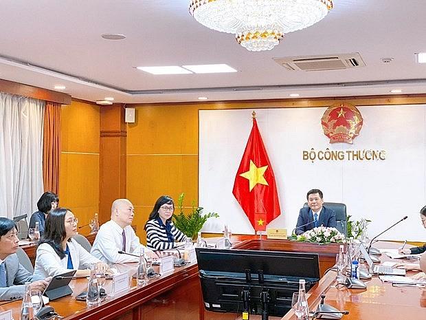Ministers of Vietnam, Singapore Meet Online